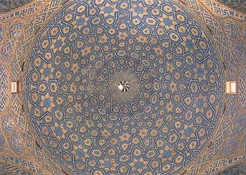 زیر گنبد مسجد جامع یزد